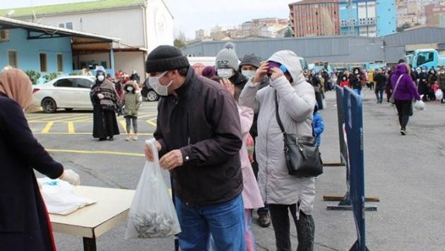 1 kilo istavrit için yüzlerce vatandaş kuyruğa girdi!