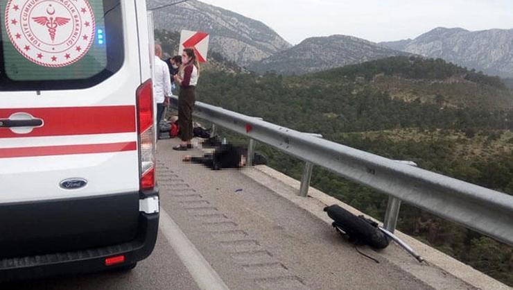 Antalyadan feci görüntü! Motosiklet bariyerlere çarptı: 2 ölü