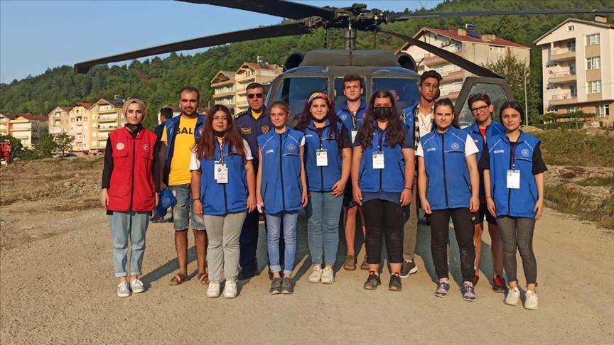 Bakan Soyludan afet bölgesindeki gönüllü gençlere helikopter...