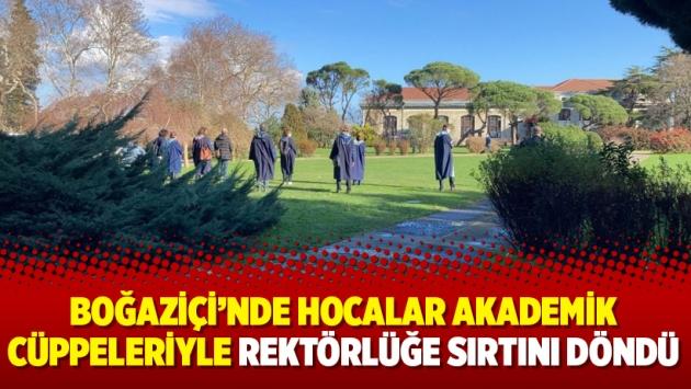 Boğaziçi'nde hocalar akademik cüppeleriyle rektörlüğe sırtını döndü