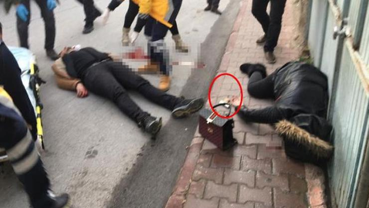 Boşanma aşamasında olduğu eşini sokak ortasında öldürüp kendi...