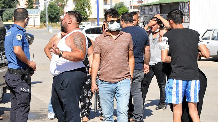 Çocukların kavgasına aileler karıştı, polis biber gazıyla müdahale...