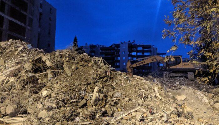 Depremde çöken Yılmaz Erbek apartmanından 3 kişinin daha cesedi çıkarıldı