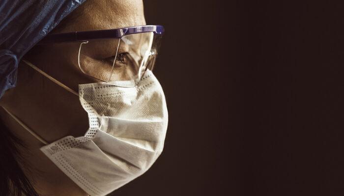 En büyük çalışma ortaya koydu! Cerrahi maskeler koronavirüsün yayılmasını önlüyor