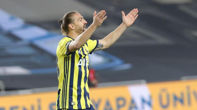 Fenerbahçede gecenin isyankarı yine Caner Erkindi