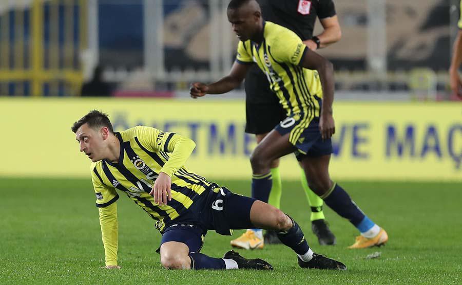 Fenerbahçeye Mesut Özil şoku! Belli oldu haftalarca yok...