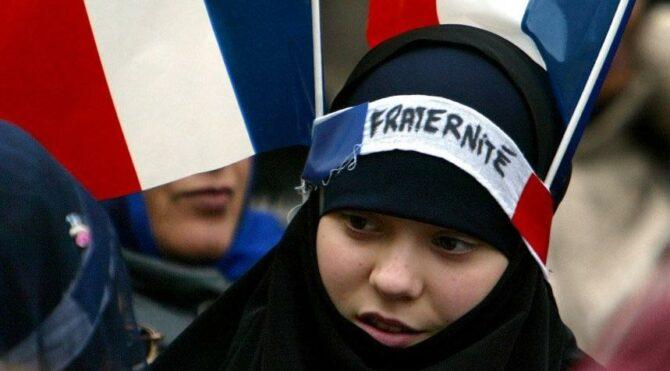 Fransa'da İslamofobi protestosu