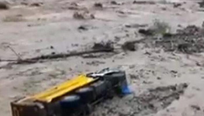 Giresun'da Mursal Deresi taştı! İş makineleri sel sularında sürüklendi