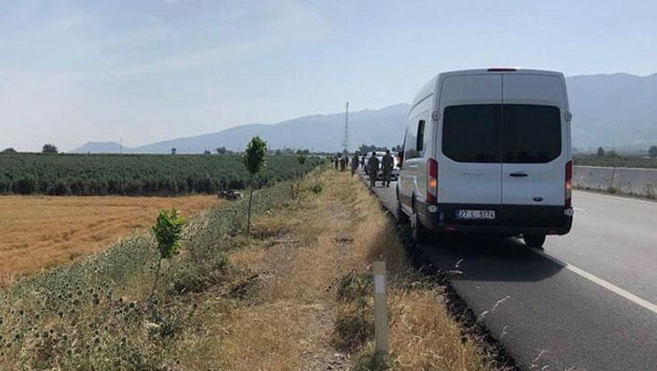Hatayda askerleri taşıyan minibüs şarampole devrildi: 3 yaralı
