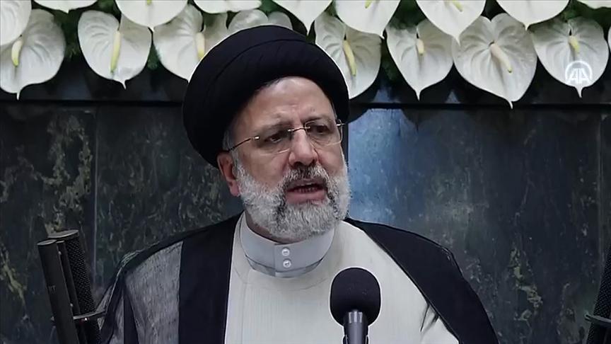 İranın 8. Cumhurbaşkanı Reisi yemin ederek resmen görevine başladı