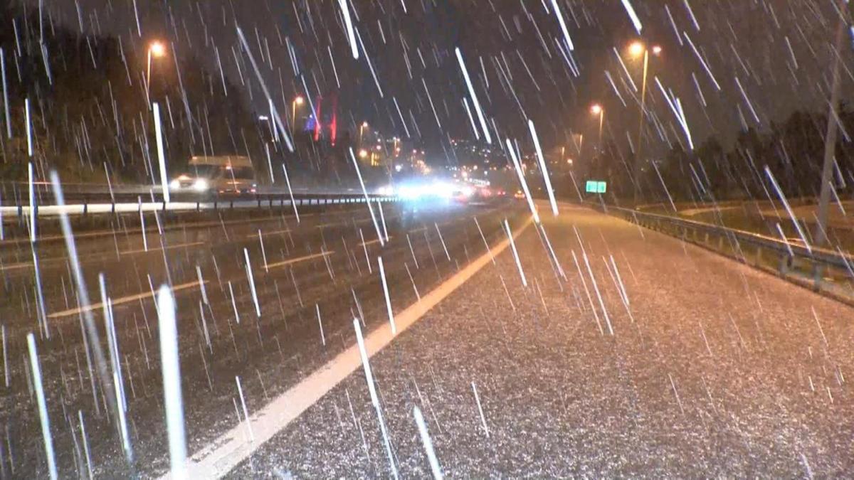 İstanbul'da kar ve dolu yağdı