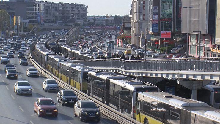 İstanbulda trafik yoğunluğu, yağış etkili oldu