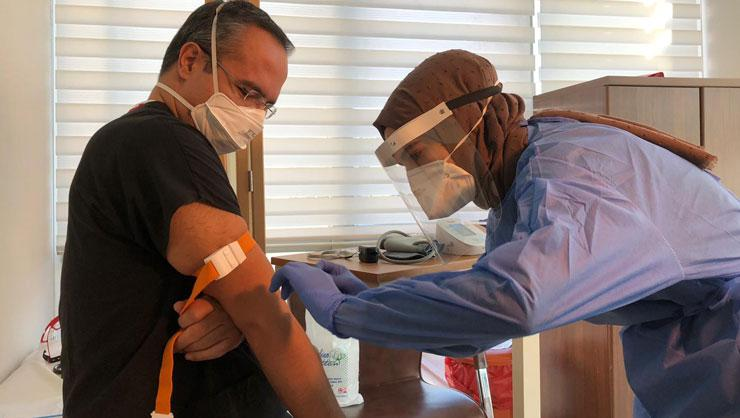 İşveren işçisini koronavirüs aşısı olmaya zorlayabilir mi?