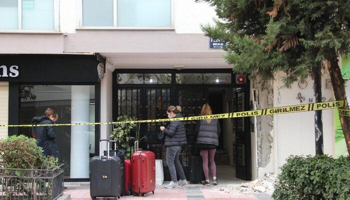 İzmir depremi sonrası lüks semtteki bina çatlaklar nedeniyle boşaltılıyor