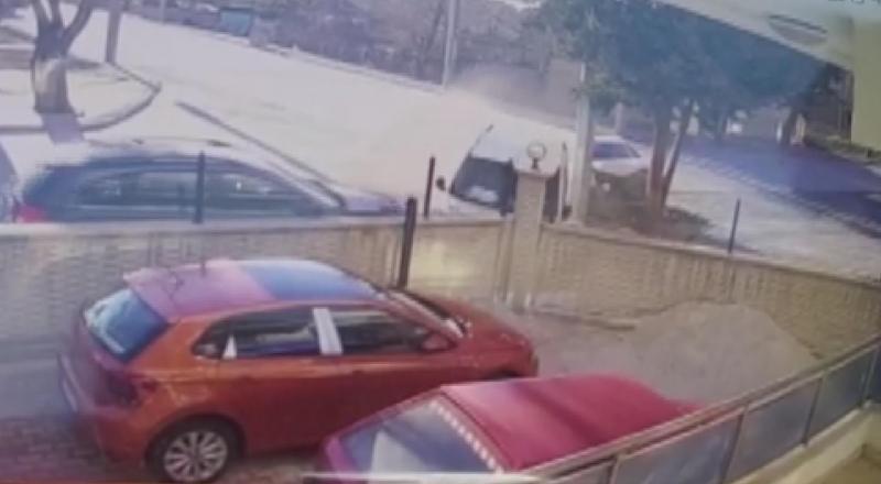 Konya'daki kaza anı kamerada! 2 kişi yaralı kurtuldu