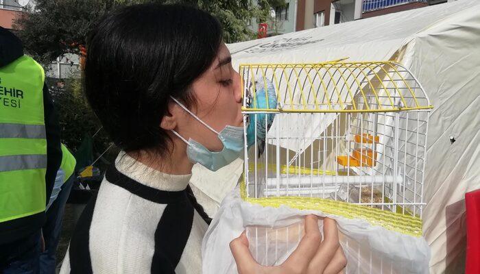 Kuşu Şanslı'yı almak için kaybettiği 10 saniye depremde hayatını kurtardı