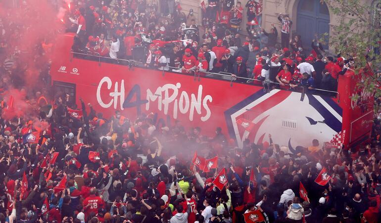 Lille taraftarları şampiyonluk kutlamalarında yaralandı