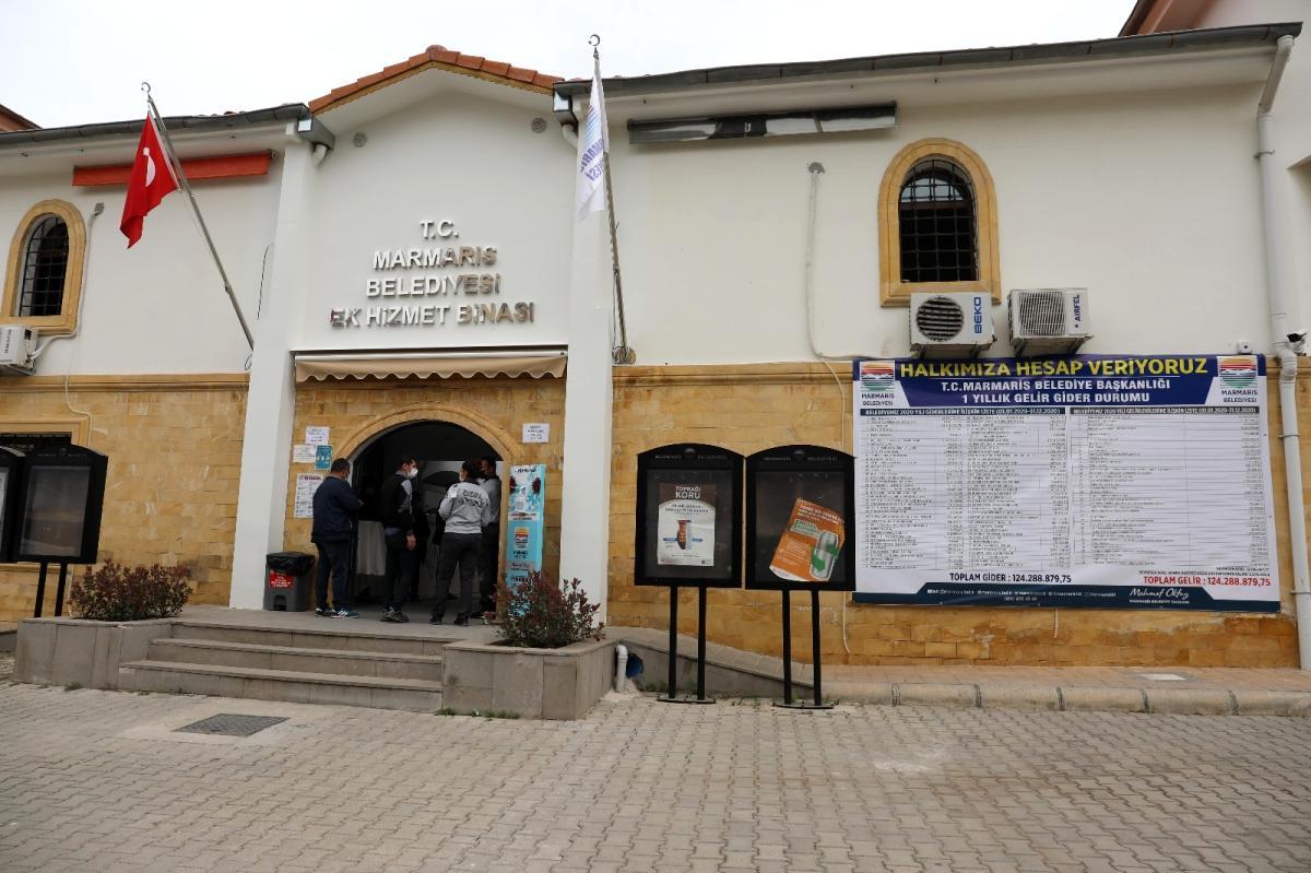 Marmaris'te gelir gider tablosu belediyeye asıldı
