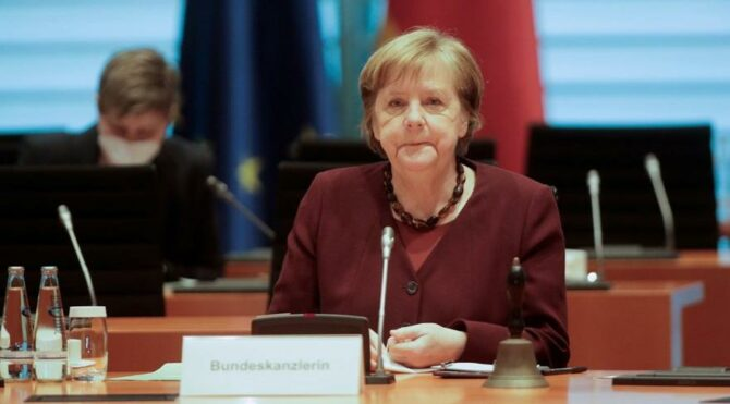 Merkel'e giderayak şok: Seçimi kaybetti