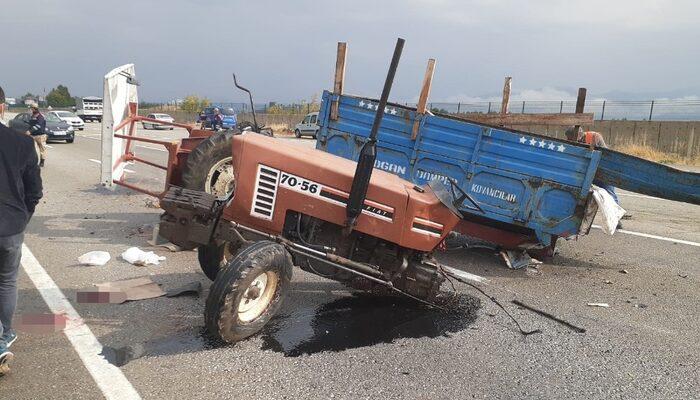 Minibüs ile çarpışan traktör ikiye bölündü: 2 yaralı