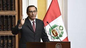 Peru Devlet Başkanı görevinden azledildi