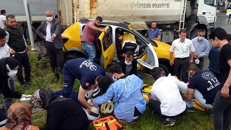 Son dakika: Vanda feci kaza! 3 araç birbirine girdi: Yaralılar...