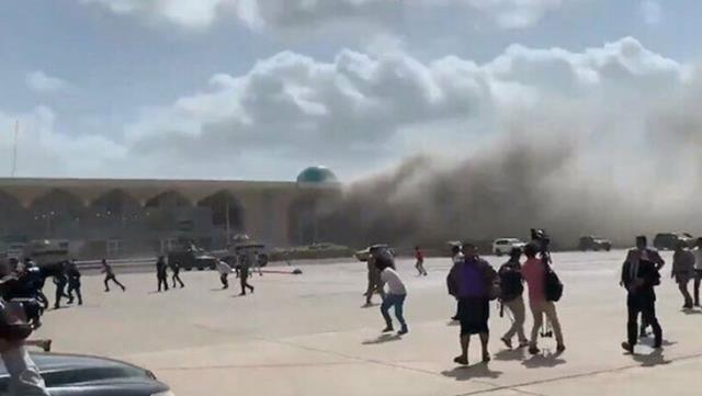 Son Dakika! Yemen'de hükümet yetkililerini taşıyan uçağın inişi esnasında büyük bir patlama meydana geldi