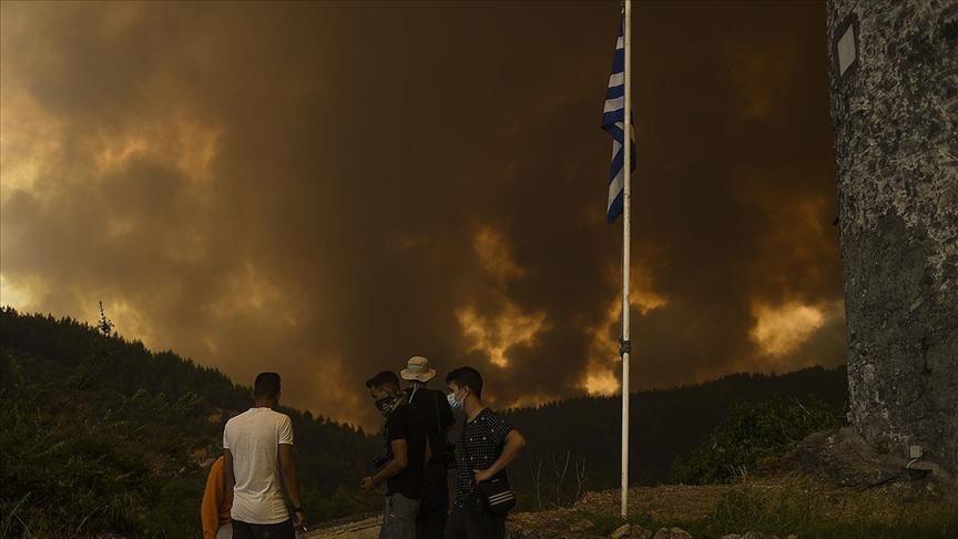 Son dakika: Yunanistanda yangın söndürme uçağı düştü