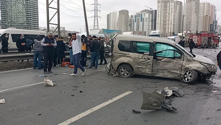 TEM bağlantı yolunda kaza, trafik kilitlendi