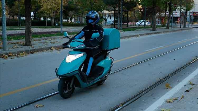 Üniversite mezunları 'motokurye' mesleğine göz dikti