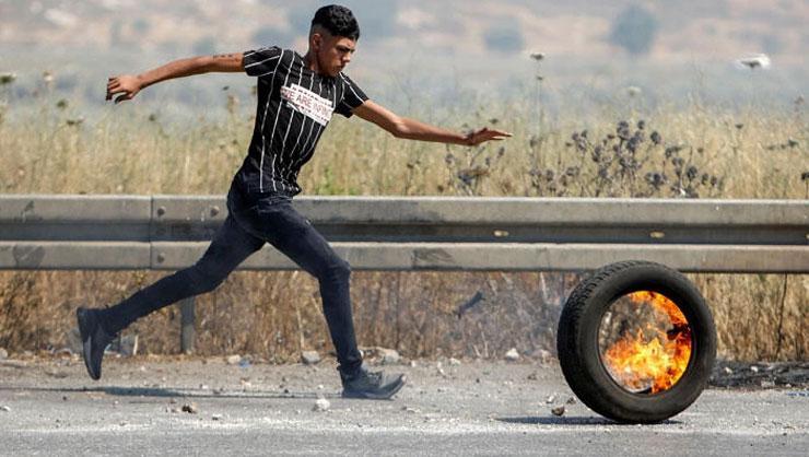 Ürdünlüler sınıra gelip Filistinlilere birleşme sloganı attı