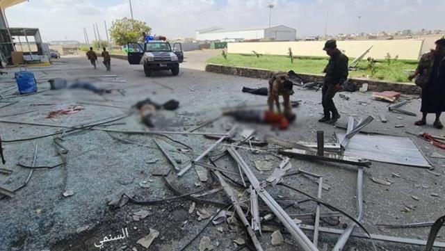 Yemende hükümet yetkililerini taşıyan uçağın inişi sırasında...