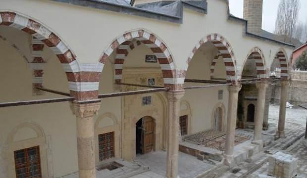227 yıllık camideki restorasyonda Osmanlı duvar motifleri ortaya çıktı