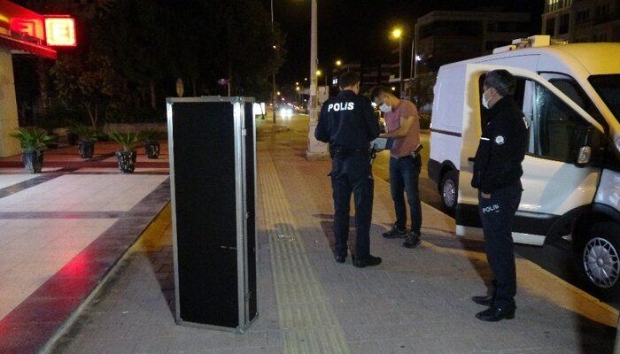 Antalya'da 2 metrelik şüpheli müzik aleti kutusu polisi alarma geçirdi