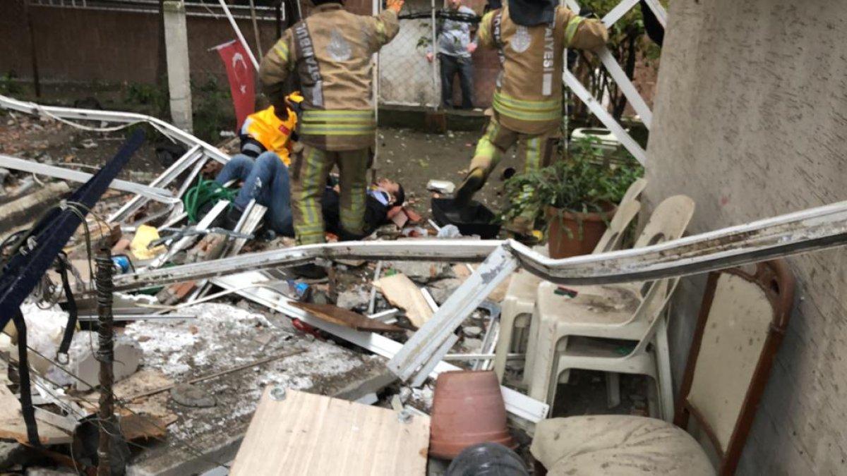 Avcılar'da 5 katlı binanın 3 balkonu çöktü