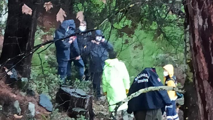 Balıkesirde ahşap köprü çöktü: 1 kişi hayatını kaybetti