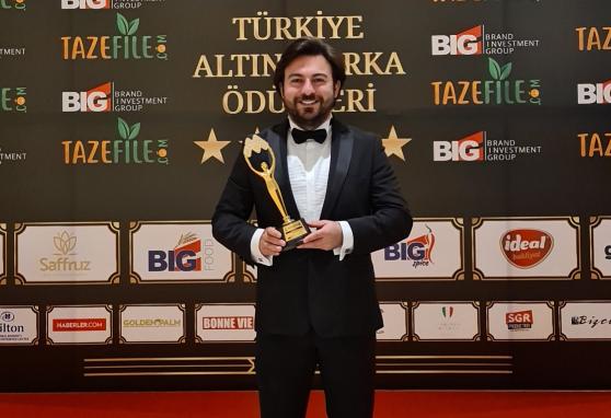 Başarılı İş İnsanı Emir Kosif, 4. kez düzenlenen Türkiye Altın Marka Ödülleri'nde YILIN İŞ ADAMI seçildi.