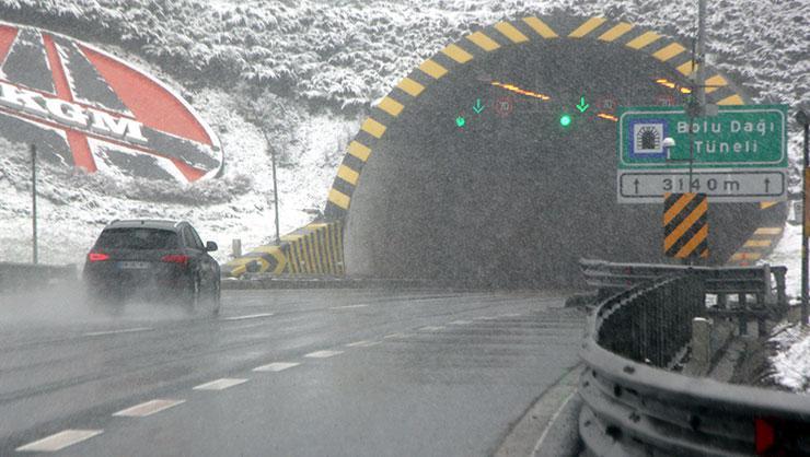 Bolu Dağı kesiminde kar yağışı
