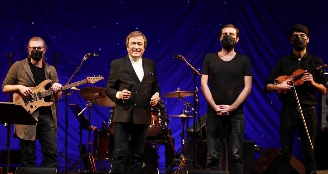 Erol Evgin, yeni yıl konserinde sahnesini sokak müzisyenleriyle paylaşacak