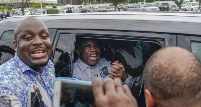 Fildişi Sahili'nin sürgündeki eski Cumhurbaşkanı Gbagbo, ülkesine geri döndü