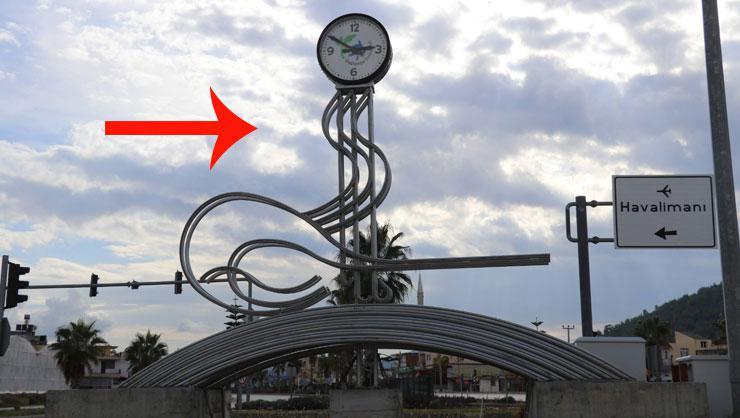 İlçedeki kaldırılan saat tartışma başlattı: Biz Osmanlı kasabası...