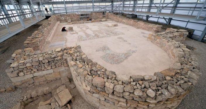 'Karadeniz'in Zeugması'ndaki mezardan 1800 yıllık 'ölü hediyeleri' çıktı