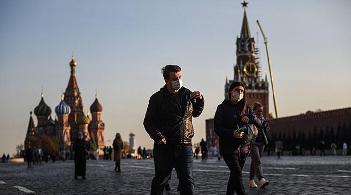Koronavirüs: Rusya'da günlük vaka ve can kaybı sayısı en yüksek seviyeyi gördü