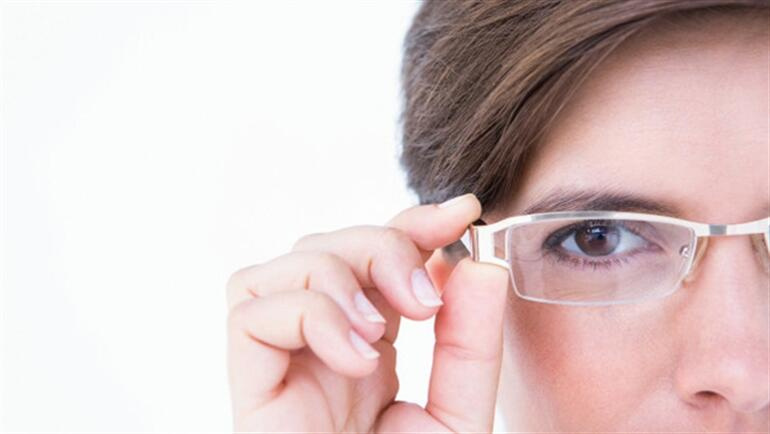 Lazer ile yakın gözlükten kurtulmak mümkün mü?