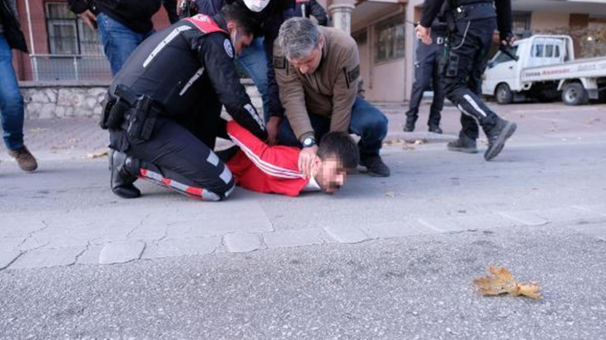 Polisle çatışan şüpheli, sokağa çıkma kısıtlamasını ihlal edince de ekip otosuna ateş açmış