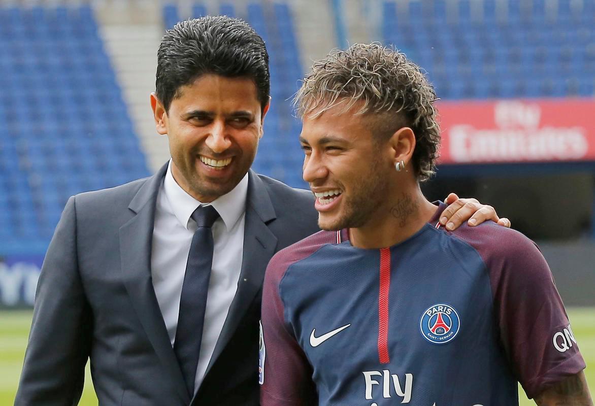 PSG Neymarı bir kez daha parayla ikna etti