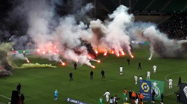 Saint Etienne Taraftarı Maç Öncesi Takımı Protesto Etti