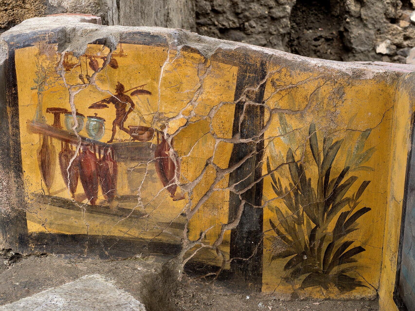 Fresklerle süslü tezgahta bulunan yemek kalıntıları, Pompeii'nin sıradan gündelik menüsünde çok çeşitli hayvansal ürünlerin yer aldığını gösteriyor.